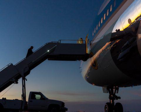 President Trump boards Air Force One in La Crosse, Wisconsin