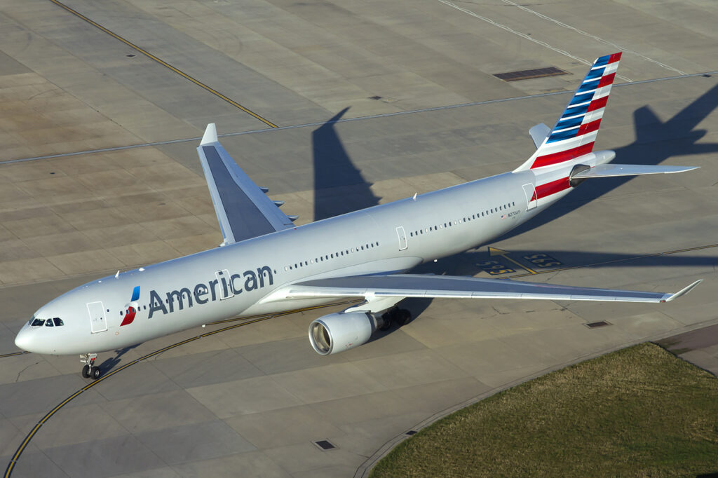 American_Airlines_Airbus_A330-300_at_Heathrow