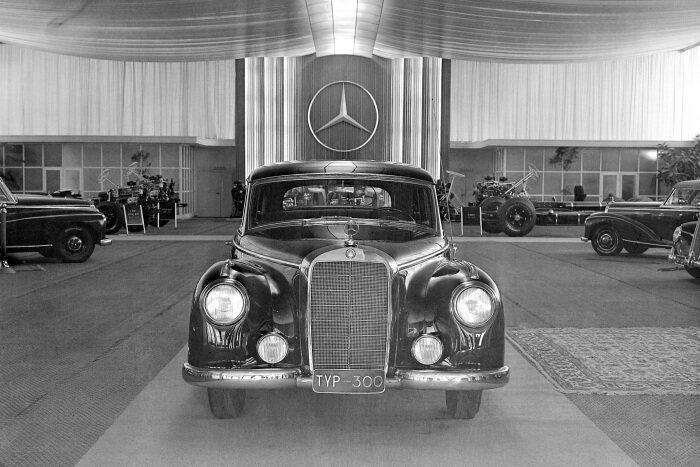 Mercedes-Benz 220 (W 187)