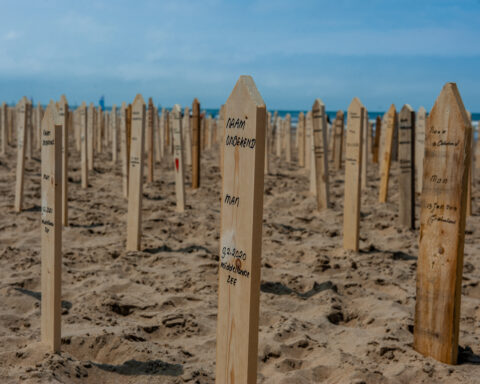 A memorial monument for the over 44.000 victims of the European migration policies was placed on the beach of Scheveningen, in The Hague.